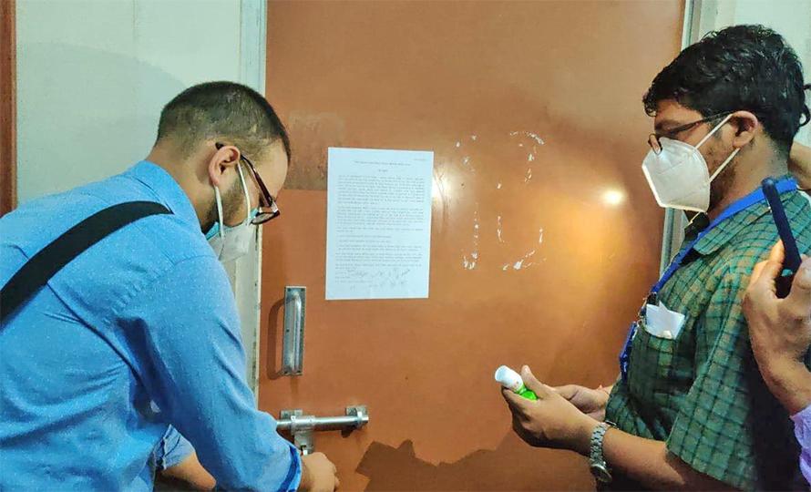 वीपी कोइराला स्वास्थ्य विज्ञान प्रतिष्ठानका पदाधिकारीको कार्यालयमा तालाबन्दी