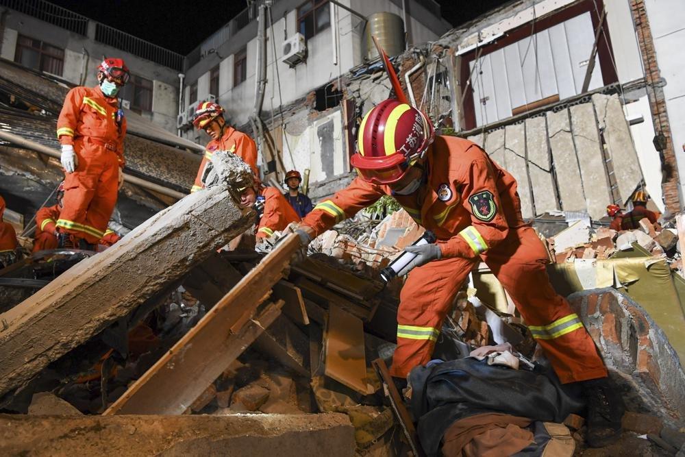 चीनको सुझोउ शहरमा होटलको भवन भत्किएर १७ जनाको मृत्यु