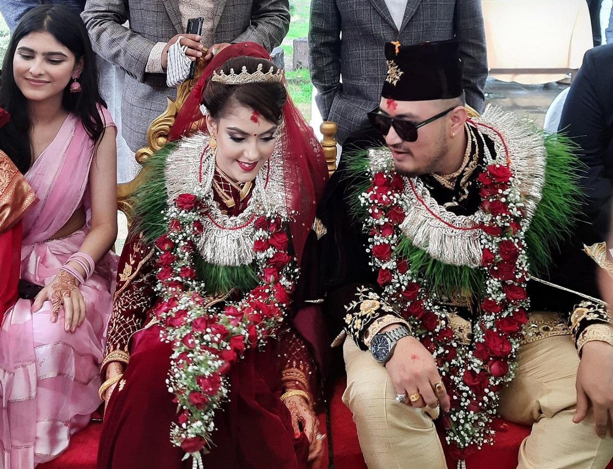 अभिनेत्री सुपुष्पा र निर्माता रौनकले गरे विवाह