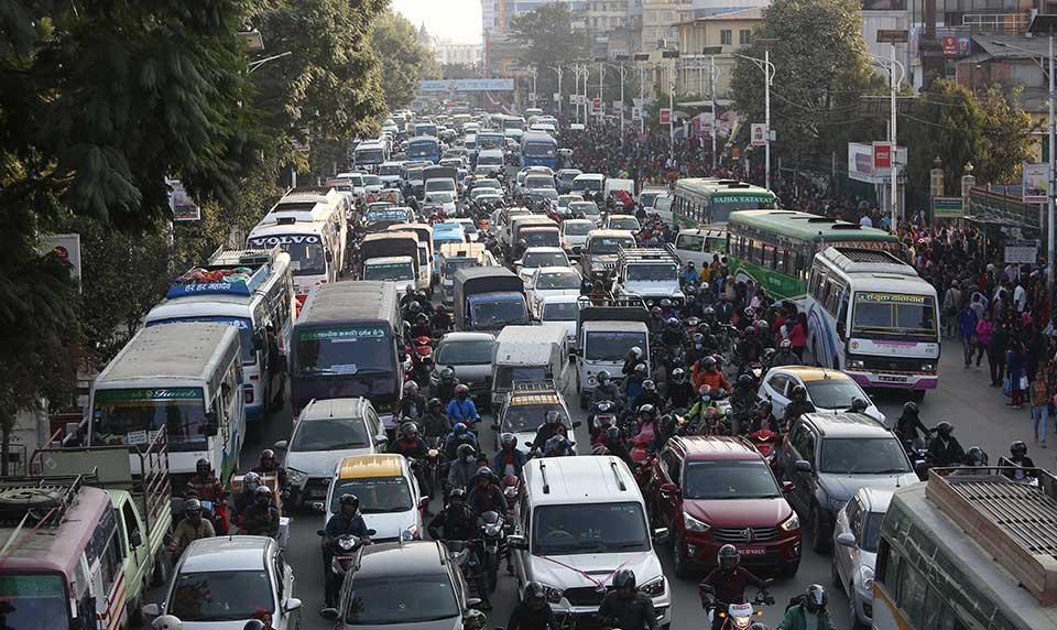 भाडा नबडाएको भन्दै यातायात सघंले जनायो विरोध